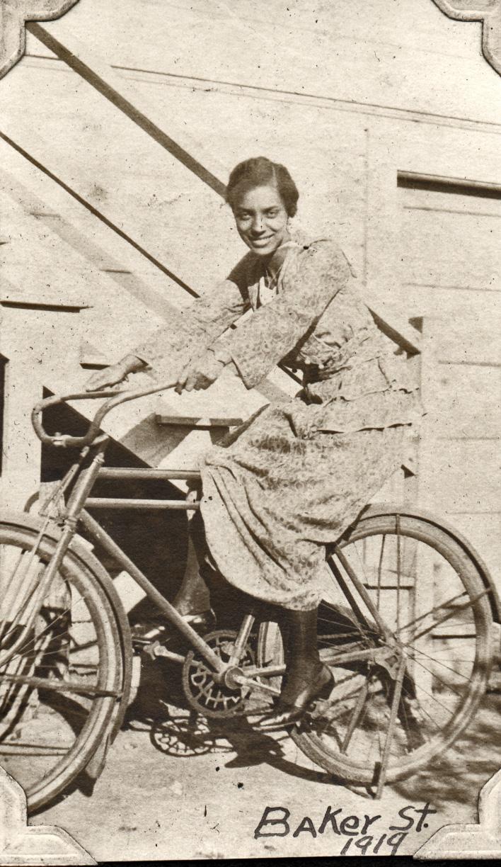 1919. Irma Reid visiting her Aunt Harriet Lake's family in Berkeley. Courtesy Charles Reid/Ivy Reid Collection.