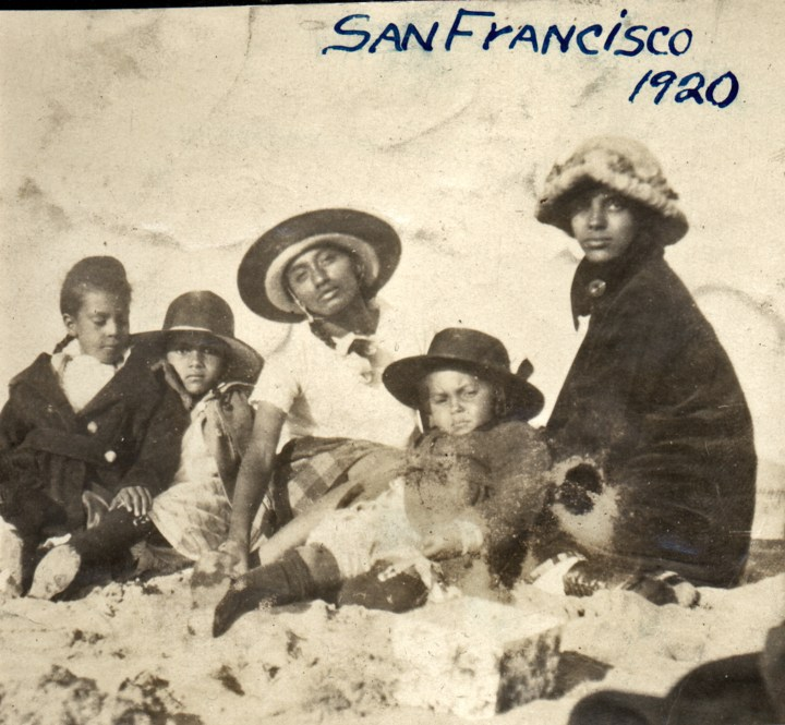 1920. A visit to Ocean Beach, San Francisco. (L to R) Frances Hinds, Eleanor Hinds, Marjorie Lake (cousin), Marian Hinds, and Irma Tyrrel. Courtesy Charles Reid/Ivy Reid Collection.