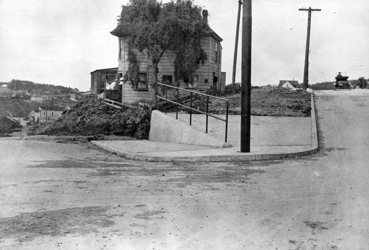 Monterey Blvd (right) at Circular Ave (left) in 1919. Acadia Street is to the right of the automobile. Structure in center is a boarding house later demolished. OpenSFHistory.org