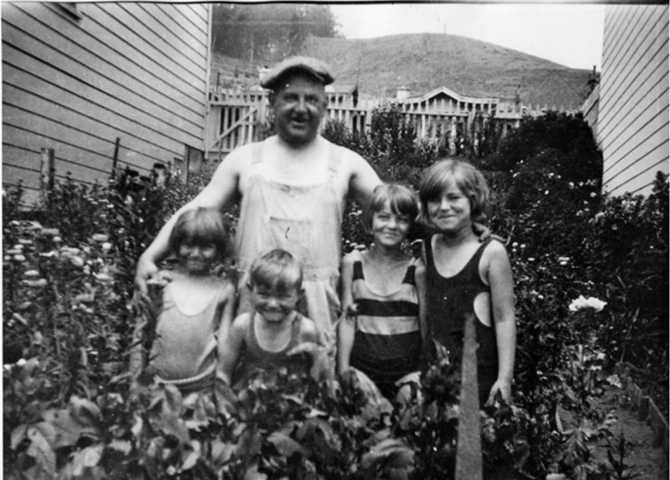 1929. Bartholomew Bertucci, Italian immigrant ice-cream maker, with his neighbors, the Strohmaier children. 747 Monterey Blvd. Courtesy Jacquie Proctor, MtDavidson.org.