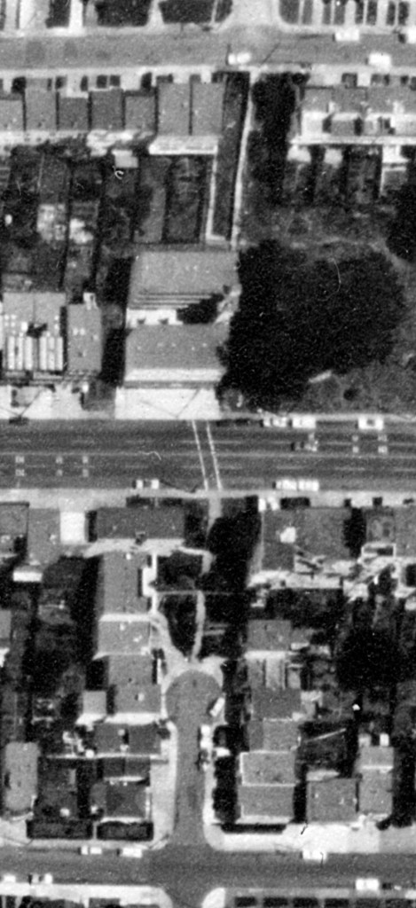 1969 aerial. Detroit Steps, with Monterey Blvd in middle. Most lots filled by then. Slight distortion to image. OpenSFHistory.org