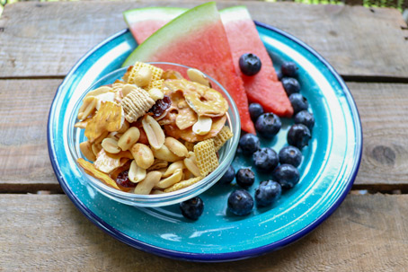 on-the-go summertime snacks - trail mix and fruit