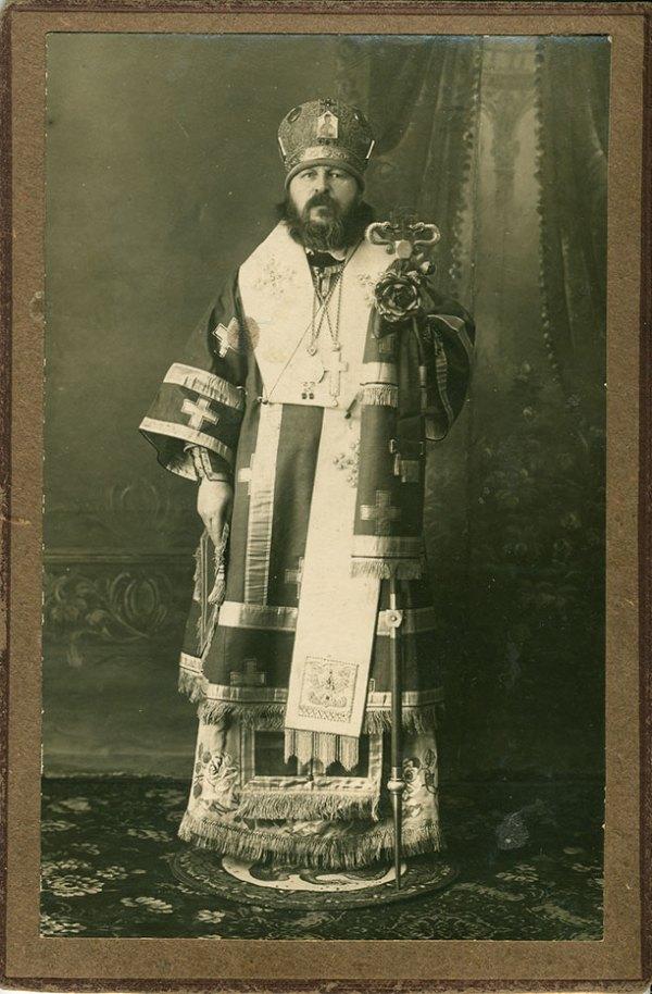 Епископ Виктор (Островидов) в архиерейском облачении