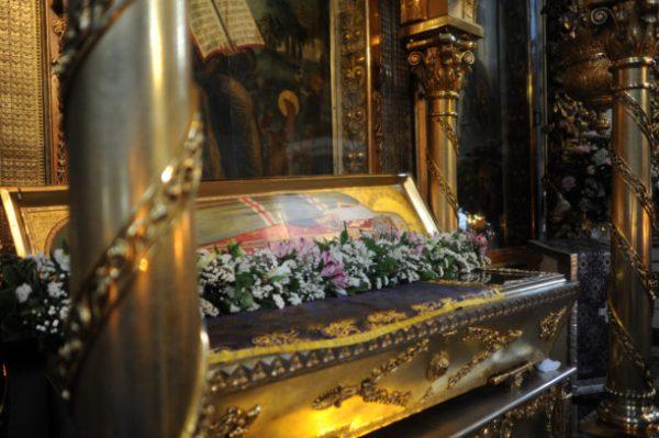 рака с мощами святителя Тихона в Большом соборе Донского монастыря