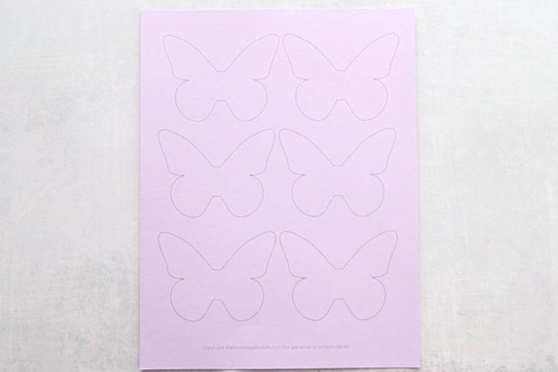 Perhoset kuvio seinään, painettu