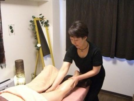 岡山市女性専門エステの施術風景