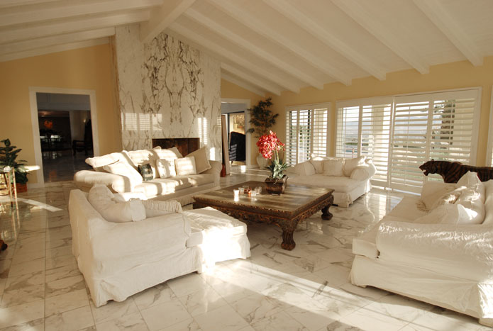 white_lounge_room_11