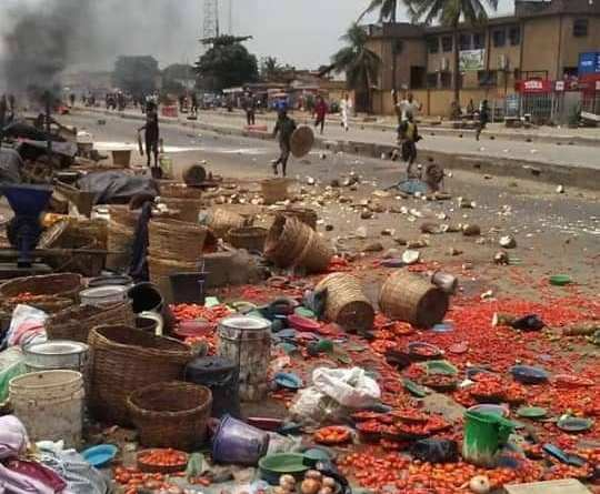 Happening Now: Yoruba and Hausa Clash in Lagos Market (photos)