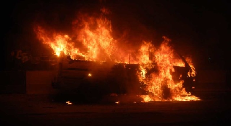 2 trucks set ablaze by angry youths, after crushing 6 to death in Ogun