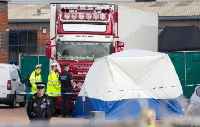 39 migrants found dead in parked lorry in United Kingdom