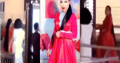 Bobrisky under heavy attack in Dubai by Nigerians (Video)