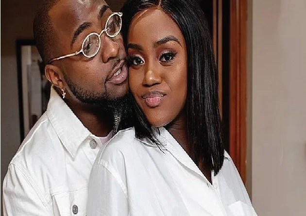 Popular singer, Davido unfollows Chioma, others