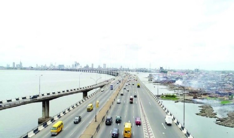 BREAKING: Man jumps from Third Mainland Bridge into river