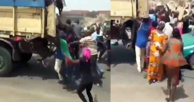 Video: Hungry residents attack truck on motion, steal bags of rice in Abuja