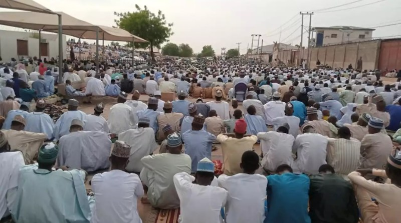 Muslims in Kano, Katsina, Borno storm prayer grounds without face masks, physical distancing