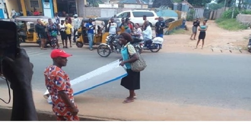 Fathers' Day Celebration: Nigerian woman gifts her husband a coffin