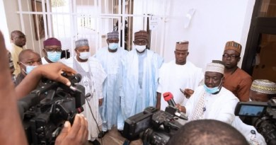 Kogi Gov. Yahaya Bello refuses to wear face mask after meeting with Buhari (Photos)
