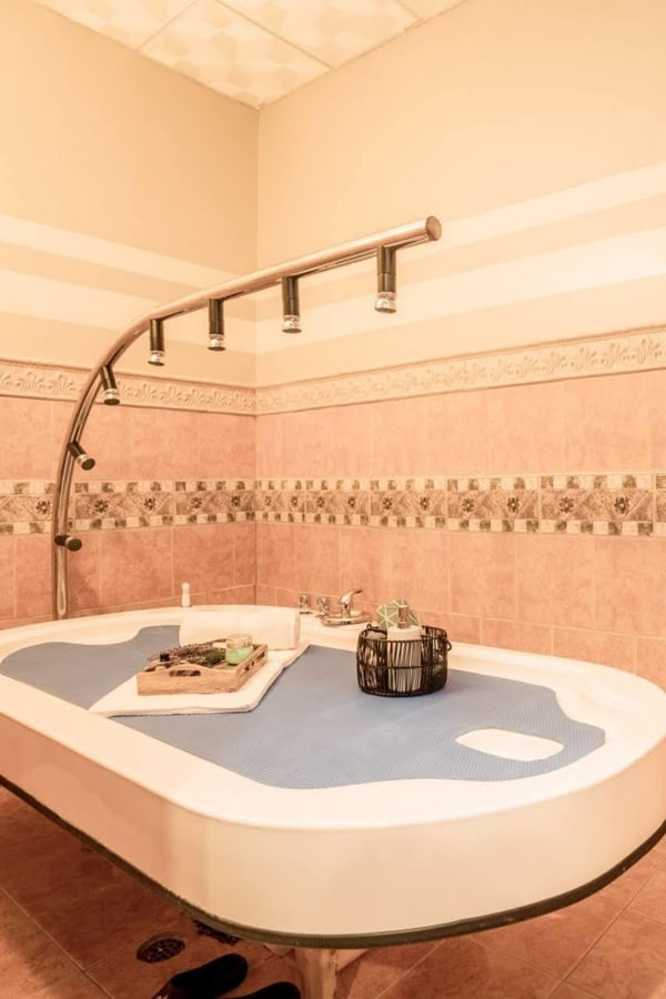 Table Shower Massage Nyc : table, shower, massage, Table, Shower?, History, Benefits