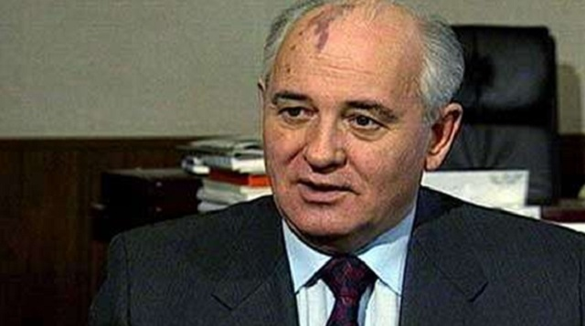 Alnı Lekeli Adam Gorbachev Ev Hapsinde