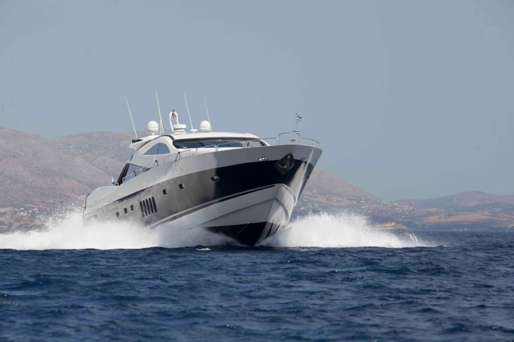 Sunseeker France list a perfectly refurbished 2002 Sunseeker Predator 95 M.A.S