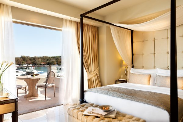 EAT, DRINK, SLEEP: Sunseeker Greece presents Sani Resort and Marina