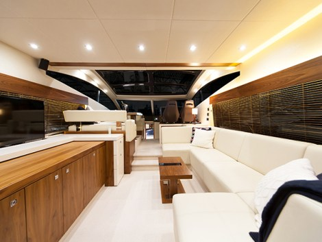 'AZUL' has a spacious saloon with a very large extending hardtop
