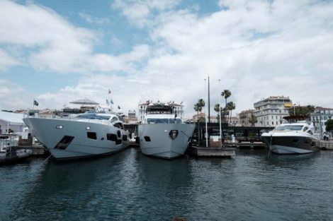 The Sunseeker boats on display during the show / Les Yachts Sunseeker exposés lors de cet évènement