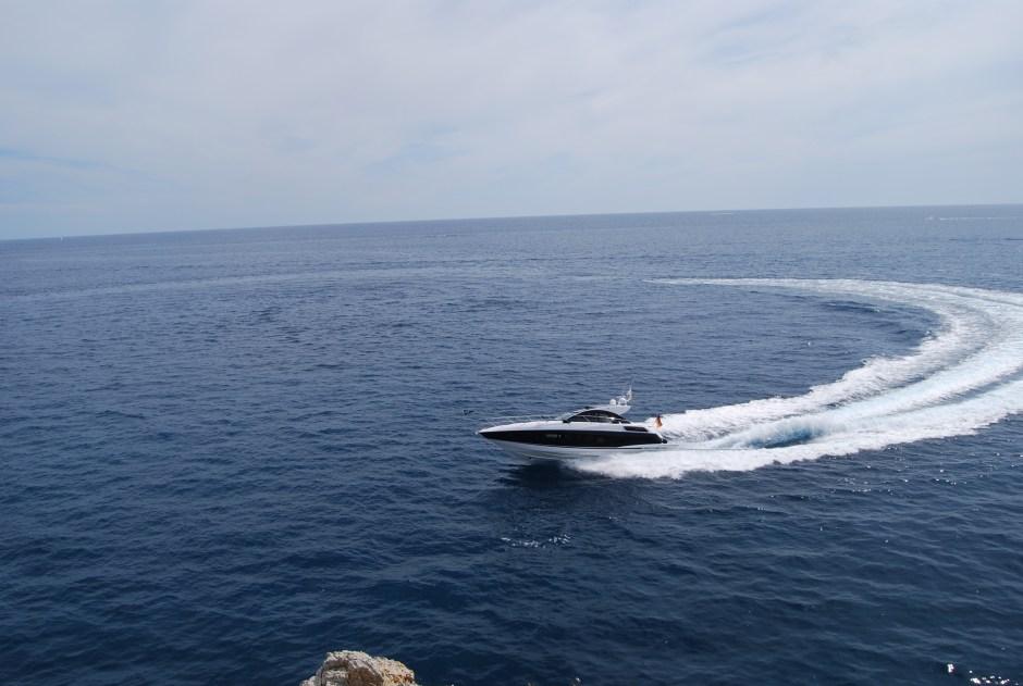 SOLD: Nikolas Makridis of Sunseeker Hellas completes sales of a new Sunseeker San Remo & Fairline Targa 38