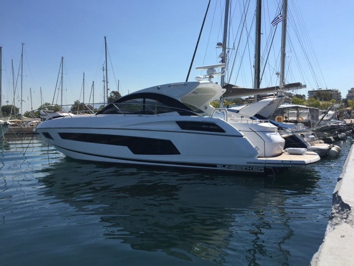 HANDOVER: Sunseeker Hellas announce the arrival of a brand new San Remo to Greece!