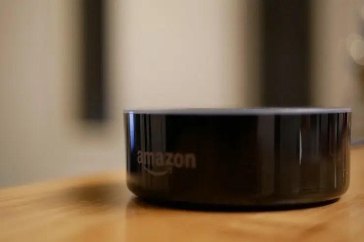 Amazon Echo Dotをレビュー!!設定から気になる音楽やショッピングは?スピーカーの音質はどうなの?