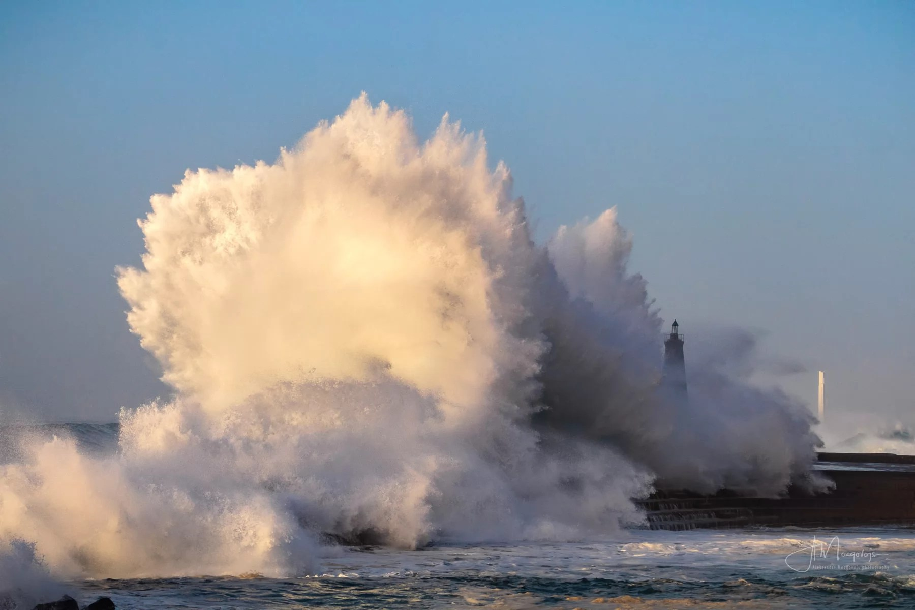 Waves hitting Bajamar lighthouse