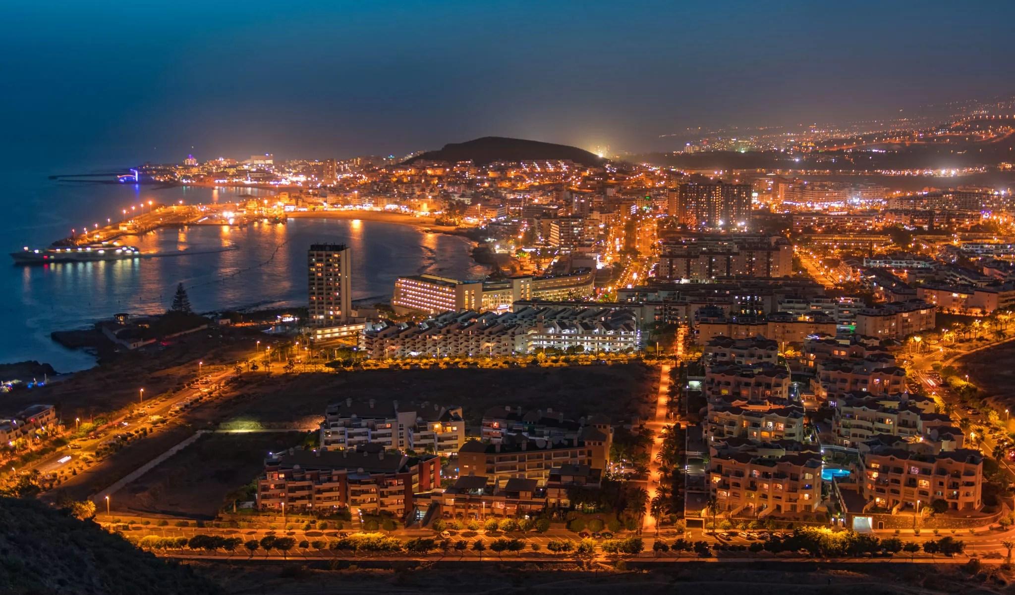 Ночной Лос-Кристианос, Тенерифе, Испания