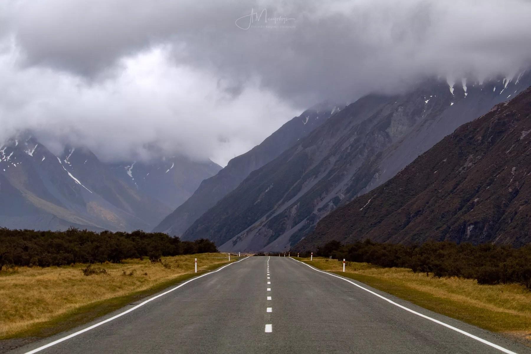 Дорога в Маунт Кук отлично подходит для пейзажной фотографии