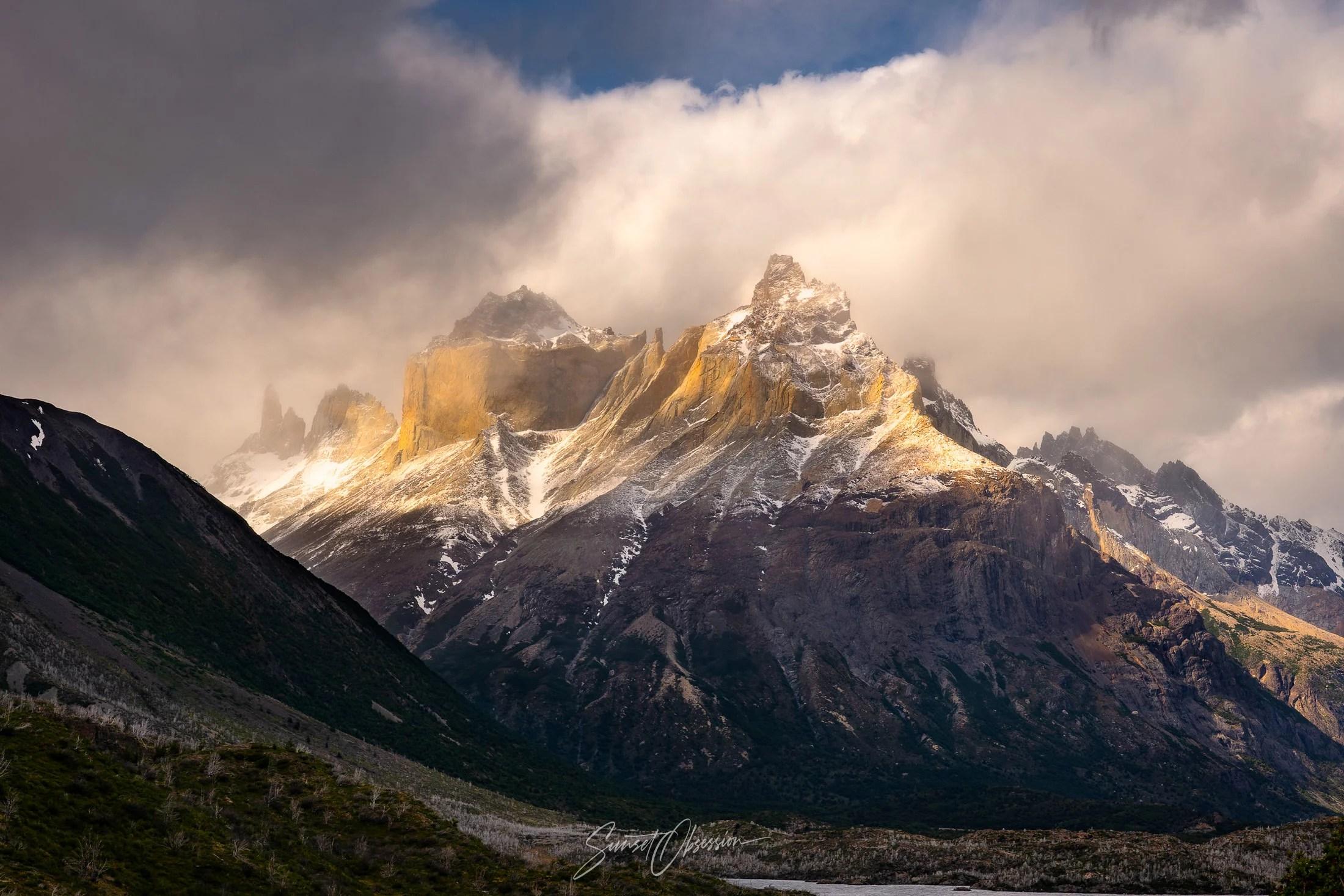 Французская Долина и горный массив Кордильера Пайне в послеобеденном свете