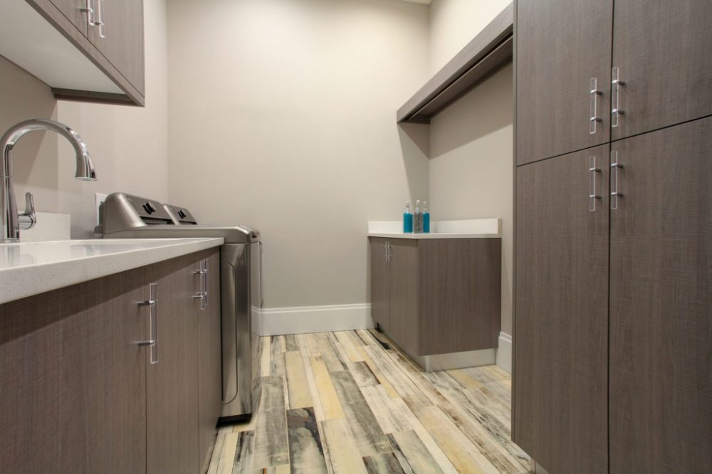 26. INT LaundryW-cabinets #9313dp L_2000px