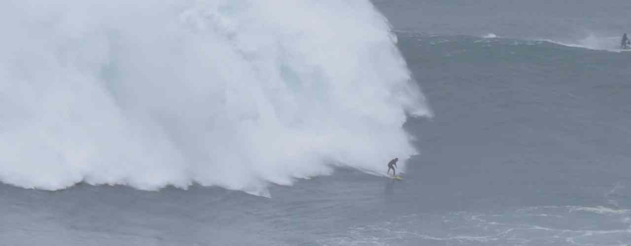 nazare portugal big waves