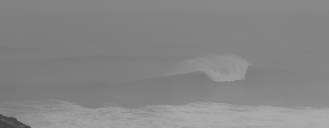 nazare portugal big waves