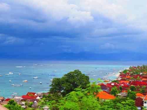 View from Panorama Restaurant on Nusa Lembongan beach