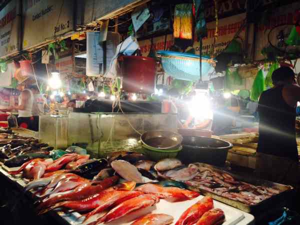 Where to eat in Boracay on a budget.