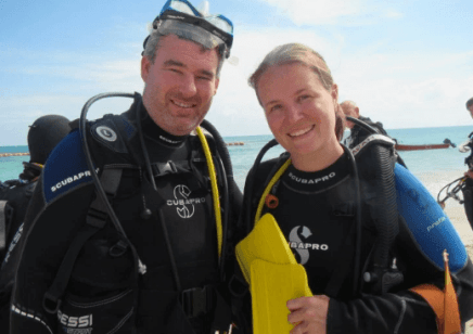 Couple travel bloggers Exploring Kiwis