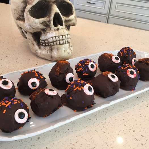 Our Halloween Traditions and a Spooky Halloween Lasagna | sunshineandholly.com | halloween party | eyeball oreo truffles