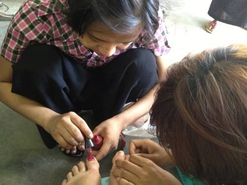 Toes - Getting a Polish