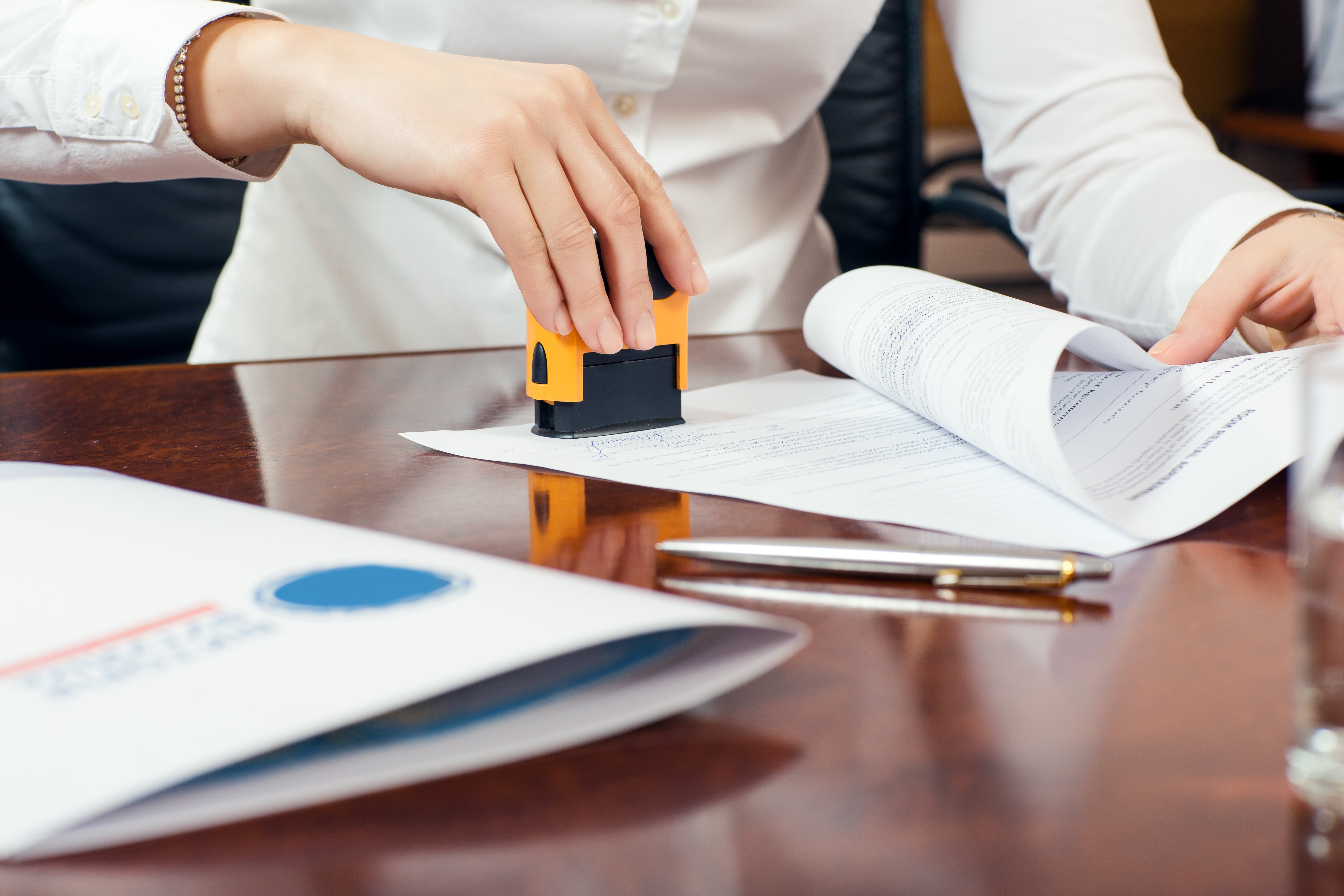 A Mobile Notary Company Mitigates Your Liability