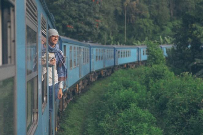 Ella-Nuwara-Eliya-train-Kandy-Sri-Lanka-mountains