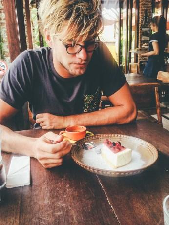 Sunshinestories-Travel-Blog-Bali-Guide-Seminyak-Eating-Staying-Hotel-Restaurant-Bar-Surfing-Uluwatu-Food-Coffe-Café-Kuta-photo 4