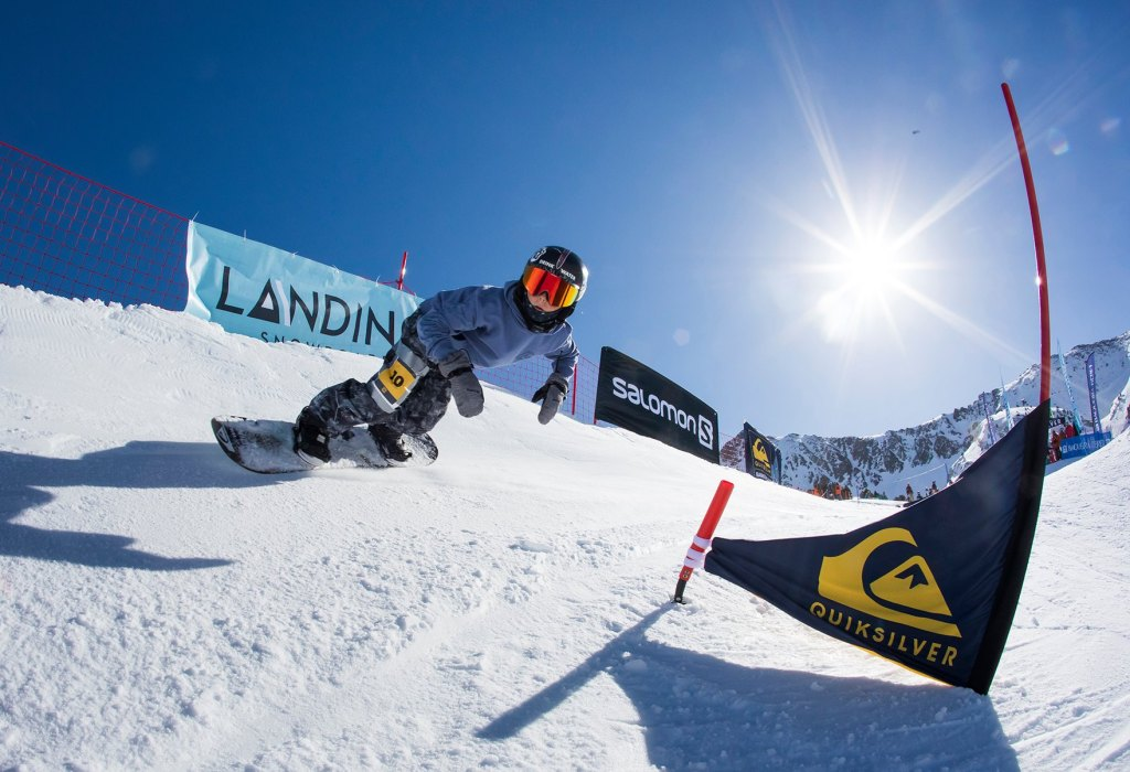 A banked snowboard competition in Baqueira for all ages!