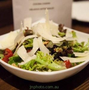Delicious and fresh vegan Woolloomoolloo salad in Baqueira. Wollomoolloo Restaurant