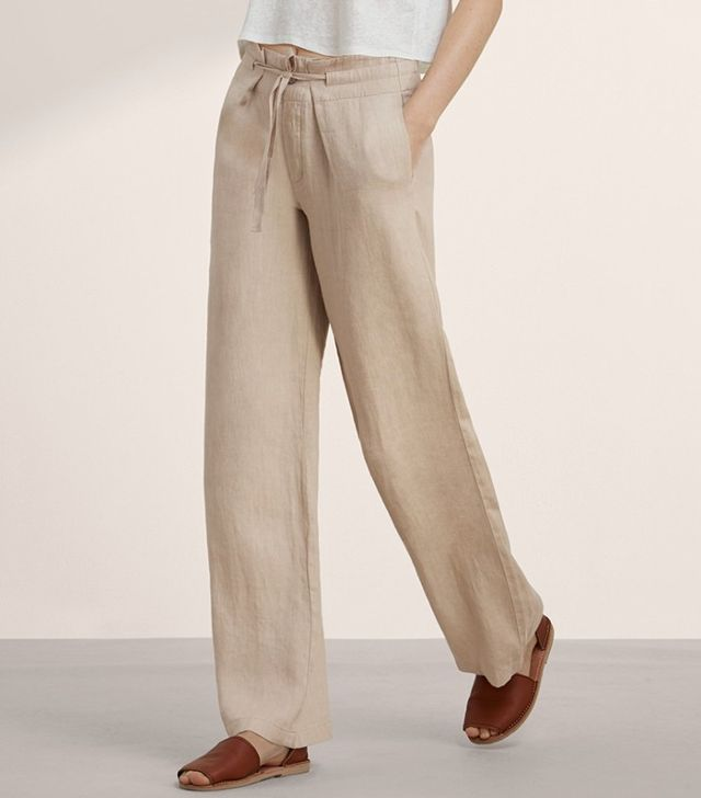 WHAT TO WEAR ON A PLANE FOR YOUR SUMMER HOLIDAYS linen pants