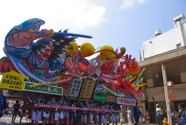 THE BEST OF SUMMER FESTIVALS AROUND THE WORLD aomori nebuta japan