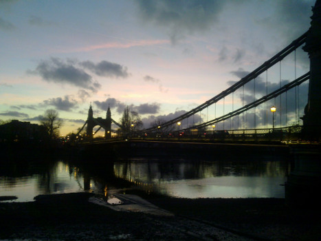 Hammersmith-bridge-at-dusk